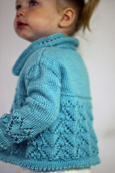 34 New Ideas For Crochet Patterns Free Kids Sweater Baby Cardigan Knit Baby Sweaters, Knitted Baby Clothes, Baby Knits, Girls Sweaters, Knitting For Kids, Free Knitting, Toddler Knitting Patterns Free, Crochet Baby Poncho, Crochet Jacket