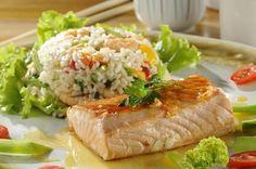 Salmão ao molho de maracujá com risoto de camarão