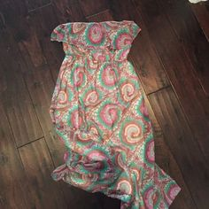 Printed paisley maxi dress Printed paisley maxi dress. Long dress-bunched to show the whole dress.  Size small worn ONCE Peach Love Cream Dresses Maxi