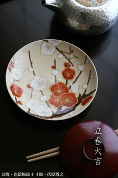 色絵紅白梅文4寸皿