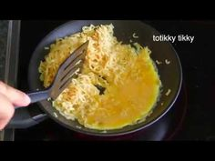 Garlic Instant Noodle with Egg : Thai Food Part 31 : How to Make Thai Fo...