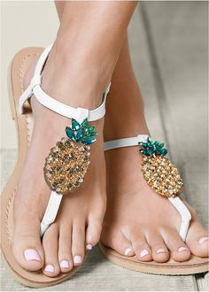 Sandals never looked so sweet! This fruity pineapple flat is ready to kick back and relax.