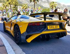 Lamborghini Aventador SV Roadster ----------------------------------------------------------- 750 PS 6,5 Liter V12 0-100: 2,9s Grundpreis ab 357.000€ Vmax: >350 km/h Limitiert auf 500 Stück ----------------------------------------------------------- #lamborghini #aventadorsv #lamborghiniaventadorsv #autogespot #carspotter #carspotting #cars #auto #autos #car #supercar #supercars #instacar #instacars #live #liveupload #like #like4like #like4follow #likeforlike #likeforfollow #l4f #rare…