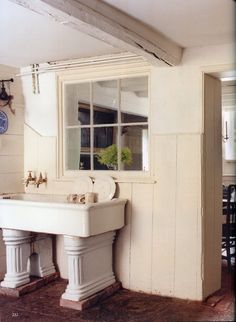The World of Interiors, April Photo - Tim Beddow Kitchen Upstairs, Old Kitchen, Kitchen Sinks, Kitchen Ideas, Reclaimed Kitchen, Rustic Kitchen, Boot Room Utility, Mudroom Laundry Room, Pantry Design