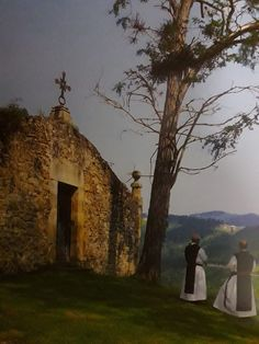 La imagen puede contener: personas de pie, cielo, árbol, exterior y naturaleza Benedictine Monks, Take Me To Church, Cathedral Church, Old Churches, Church Building, Knights Templar, Place Of Worship, Sacred Art, Kirchen