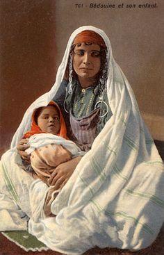 "Africa | ""Bédouine et son enfant"". Tunisia.  Post stamped 1902. || Vintage postcard; publisher L.L (Lehnert & Landrock). No 761."