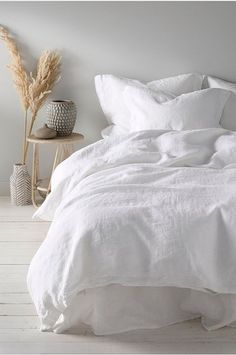 Home Interior Styles white bedding.Home Interior Styles white bedding Bedroom Inspo, Home Decor Bedroom, Design Bedroom, Minimalist Bedroom, Modern Minimalist, Home Interior, Interior Design, Interior Colors, White Bedding