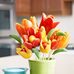 Flower Power Bell Peppers and Ranch Dip Dear Hidden Valley-- This is adorable. Ranch Dip, Cute Food, Good Food, Deco Fruit, Edible Bouquets, Boite A Lunch, Food Carving, Edible Arrangements, Edible Centerpieces