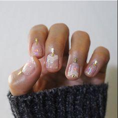 Minimalist nail art | negative space nail art