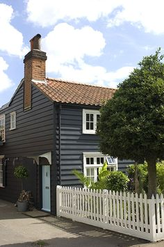 Sweet cottage. Love the black boards