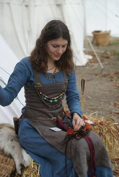 Please read this about belts: http://www.medieval-baltic.us/vikbuckle.html Please read this about apron dress construction : http://urd.priv.no/viking/smokkr.html