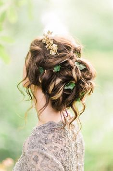 Perfect Wedding Hairstyles For Medium Hair ❤ See more: http://www.weddingforward.com/wedding-hairstyles-for-medium-hair/ #weddingforward #bride #bridal #wedding