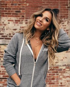 Outback Concerts Presents: Jessie James Decker WSG The Sisterhood Band – Kalamazoo State Theatre Jesse James Decker Hair, Hair Inspo, Hair Inspiration, Jessie James, Eric & Jessie, Auburn Hair, Balayage Hair, Haircolor, Pretty Hairstyles