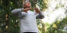 Voluntário compartilha vida e energia com exercícios de Lian Gong no Bosque dos Jequitibás | Agência Social de Notícias