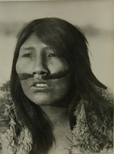 Ángela Loij was the last surviving full-blooded Ona native woman of Tierra del Fuego. Native American Women, Native American History, Native American Indians, Native Americans, Guy Debord, Anthropologie, Le Far West, People Of The World, Interesting Faces
