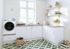 Hanging Canvas, Work Surface, Modern Kitchen Design, Stacked Washer Dryer, Washing Machine, Kitchen Cabinets, Minimalist, Home Appliances, Layout