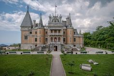 Massandra Palace in Crimea, a former tsarist residence and one of the most beautiful architectural monuments in Crimea, looks stunning and interesting to this day. Initially the castle was owned by the Vorontsov family. The owner Semen Vorontsov was a general under Alexander III and a member of a very famous and wealthy family, close to the tsar.