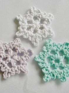 Ravelry: Easy Crochet Snowflake pattern by Cheryl Murray ILuvSandals Crochet Snowflake Pattern, Crochet Stars, Crochet Snowflakes, Granny Square Crochet Pattern, Crochet Motif, Double Crochet, Free Crochet, Crochet Stitches, Crochet Bows