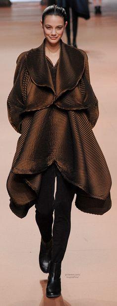 Farb-und Stilberatung mit www.farben-reich.com - Fall 2014 Ready-to-Wear Issey Miyake