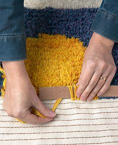 Diy Craft Journal Diy Carpet Rugs On Carpet Proddy Rugs Knit Rug Pom Pom Rug Weekend Crafts Latch Hook Rugs Loom Knitting Tapestry Weaving, Loom Weaving, Rug Loom, Diy Tapis, Pom Pom Rug, Pom Poms, Rya Rug, Crochet Rug Patterns, Diy Crafts How To Make
