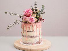 Rezept für einen Naked Cake mit Blumen und Eukalyptus / recipe idea for a layer wedding cake with flowers via DaWanda.com
