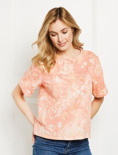 This swingy tunic top is easy to wear and great to practise a button-front closure