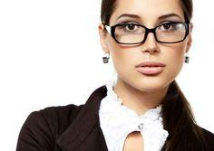 Come truccarsi con gli #occhiali? #ombretto, #mascara, #eyeliner, #labbra!http://www.sfilate.it/239519/portate-gli-occhiali-ecco-come-truccarvi