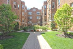Beautiful Vintage Condo at 619 Washington Oak Park, IL sold by Linda Rooney of the Pych Team July 23, 2015.