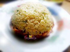 Duo de riz et bœuf à la provençale : Parfois, je choisis des recettes simples, faciles à faire, mais goûteuses et agréables parce que je n'ai pas toujours le temps ou l'envie de faire de grandes recettes. Mais j'essaye de m'arranger pour que même une recette simple ressemble à un plat d'exception. Voyons quoi faire avec du riz, du bœuf et quelques ingrédients. Pour […] Grains, Food, Tomato Paste, Rice, Few Ingredients, Essen, Meals, Seeds, Yemek