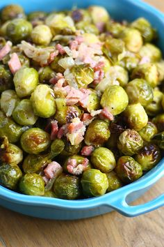 Roasted Brussels sprouts with onion and bacon - Francesca Cooks - Cooking Brussels sprouts to snot is a waste of this delicious winter vegetable. Winter Vegetables, Fruits And Veggies, Tapas, Dutch Kitchen, Healthy Summer Recipes, Dutch Recipes, Love Food, Bacon, Zucchini