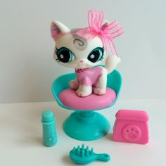 Littlest Pet Shop RARE Cute White & Pink Cat w/Teal Eyes, Chair & Accessories #Hasbro