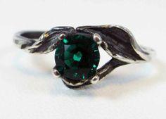 Emerald leaf ring. Silver.