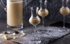 Recipe thumb akis petretzikis liquor site White Chocolate Liqueur, After Dinner Drinks, New Years Eve Dinner, Glass Of Milk, Videos, Holiday Recipes, Liquor, Panna Cotta, Recipies