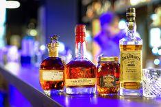 Široká ponuka whisky z rôznych krajín sveta v Blue Bear Whisky, Whiskey Blue, Restaurant Bar, Whiskey Bottle, Menu, Drinks, Cards, Alcohol, Menu Board Design