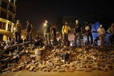 Χιλιάδες διαδηλωτές στους δρόμους, παρά την δημόσια απολογία του αντιπροέδρου Αρίντς