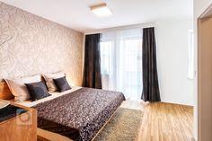 Návrh a realizace kompletního vybavení vzorového domu    Vzorový dům se nachází v jižní části Prahy 4 - v rezidenci Vrtilka. Tento řadový rodinný dům má tři…