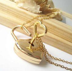 Heart lock and key necklace - goldtone