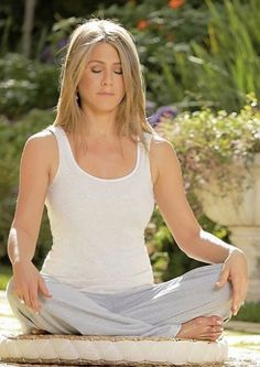 Share, rate and discuss pictures of Jennifer Aniston's feet on wikiFeet - the most comprehensive celebrity feet database to ever have existed. Jennifer Aniston Style, Jennifer Aniston Pictures, Nancy Dow, Jeniffer Aniston, John Aniston, Hair Icon, Mac, Hollywood, Famous Women
