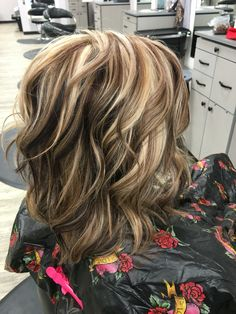Balayage and Ombre are everyone's favorite. Add in the pastel hair colors. and you have delicate and beautiful hair mixes. Medium Hair Styles, Curly Hair Styles, Hair Color Highlights, Blonde Highlights On Dark Hair All Over, Dramatic Highlights, Chunky Blonde Highlights, Hair Color And Cut, Foil Hair Color, New Hair Colors