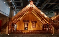 Maori meeting house - Google Search Around The Worlds, Carving, Google Search, House Styles, Buildings, Home Decor, Maori, Haus, Wood Carving