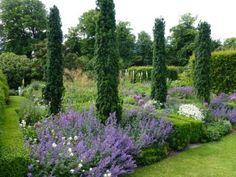 The Barn Garden – Tom Stuart-Smith Garden On A Hill, Big Garden, Little Gardens, Back Gardens, Garden Shrubs, Garden Landscaping, Tom Stuart Smith, Landscape Design, Garden Design