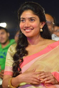 Here we present the Sai Pallavi Cute Saree Photos. Sai Pallavi is an Indian film actress who works in Malayalam, Telugu and Tamil films. Psychological Thriller Movies, Sai Pallavi Hd Images, Varun Tej, Yellow Saree, All Movies, Hd Picture, Indian Film Actress, Movie List, Height And Weight