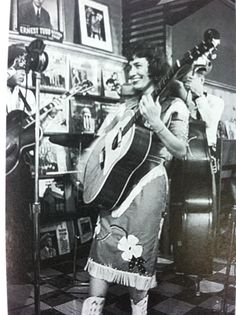 Loretta Lynn's first appearance on the Ernest Tubb Midnight Jamboree ~ Country Western Singers, Country Artists, Country Girls, Country Music Stars, Country Music Singers, Country Musicians, Vintage Cowgirl, Vintage Country, Rock And Roll