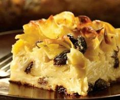 Kugel is a traditional Jewish casserole, normally made with egg noodles or potatoes and fresh cheese like farmer's cheese or cream cheese, and can be made sweet or savory depending on additions like cinnamon and raisins. Noodle Pudding Recipe, Sweet Noodle Kugel Recipe, Pudding Recipes, Dessert Recipes, Dinner Recipes, Pudding Desserts, Kosher Recipes, Cooking Recipes, Pasta Recipes