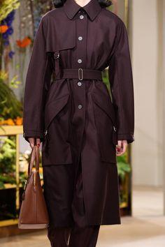 Hermès Pre-Fall 2019 - Fashion Shows High Class Fashion, Work Fashion, Runway Fashion, Fashion Show, Fashion Outfits, Fashion Design, Women's Fashion, Catwalk Footwear, Best Wear