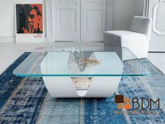 Estética mesa de centro, perfecta para complementar salas modernas.