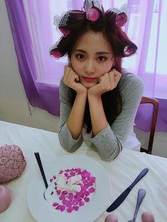 Tzuyu - Twice Nayeon, Kpop Girl Groups, Korean Girl Groups, Kpop Girls, Jyp Fans, Twice Group, Warner Music, Chou Tzu Yu, Tzuyu Twice