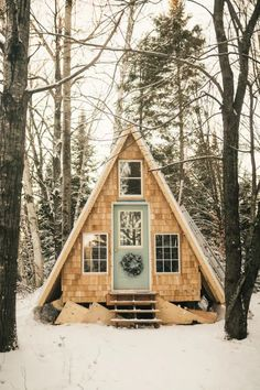 Guest house How to Build an A-Frame Cabin - Step by Step Video Building A Cabin, Building A Tiny House, Building Homes, Tiny House Exterior, Cabin In The Woods, Tiny Cabins, Little Cabin, Kabine, Cozy Cabin