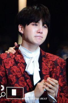 Crying yoongi! #MAMA2016 #BTS #artistoftheyear