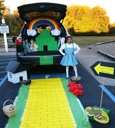 Wizard of Oz Theme Halloween 2016, Holidays Halloween, Happy Halloween, Halloween Treats, Halloween Kids, Halloween Party, Halloween Decorations, Wizard Of Oz Costumes Diy, Family Halloween Costumes